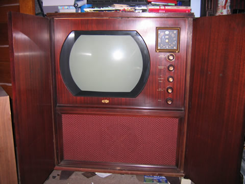 This is a 1950 dumont television set model ra 112 it has for Domon television